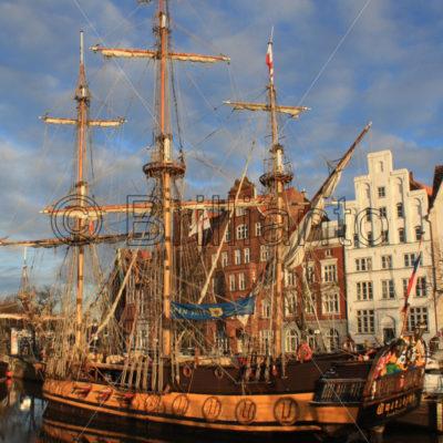 sailing ship - Brillianto Images